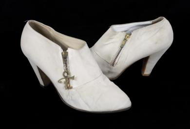 prince white shoes up for auction Princefan046.com