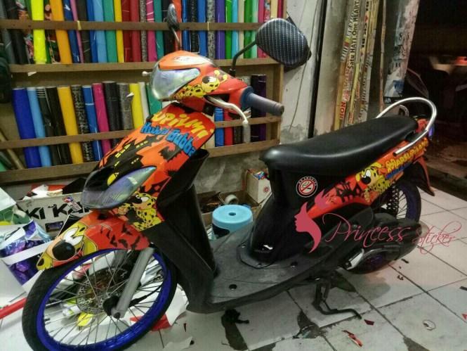 Agen Sticker Motor Ala Bis Malam Di Surabaya