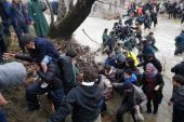refugees-migrants-greece-macedonia-river (11)