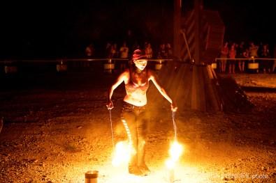 Eisbär Feuerspucker @ One Burning Man Schötz © 26.08.2017 Patrick Principe