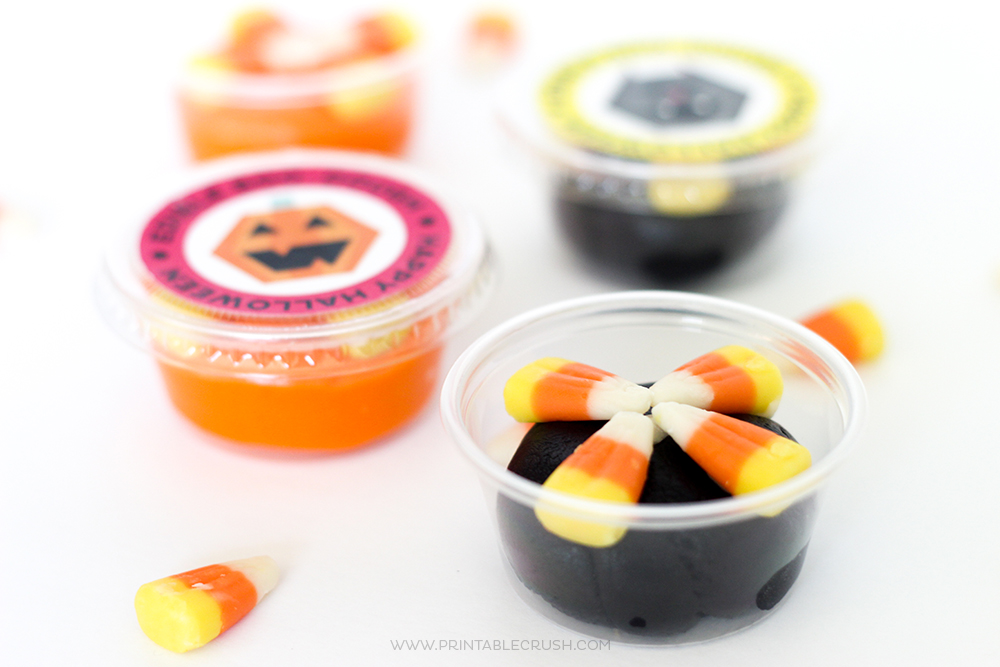 Download these FREE Edible Play dough Halloween Printables for a fun and delicious treat for the kids! These would be the perfect Halloween party favor!