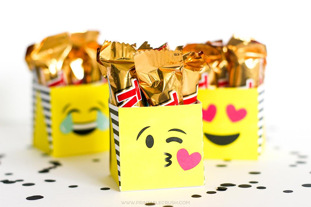 Horizontal photo of kissing emoji gift box