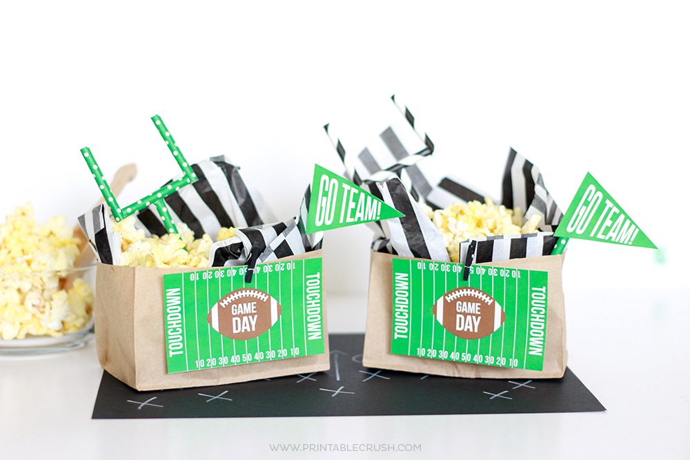 Create these easy Football Popcorn Bags with FREE Game Day Printables! They'd be perfect for your tailgating party!
