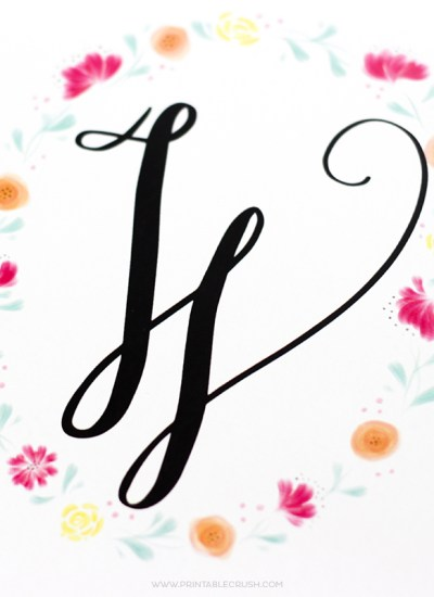 These Printable Watercolor Monogram Wreaths are GORGEOUS...a perfect and inexpensive addition to your home decor. Includes Hand Lettered monograms for the entire alphabet!