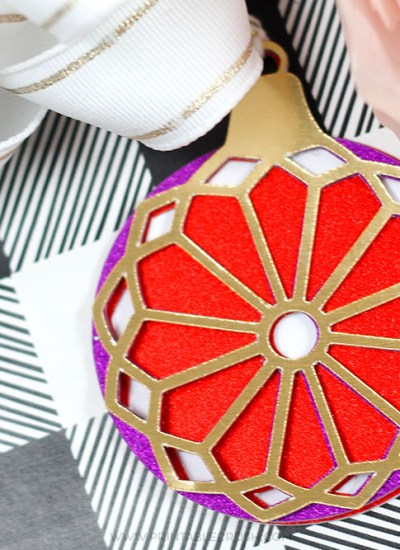 Use theseHandmade Cricut Christmas Gift Decorating Ideas to wrap a perfectly beautiful present! Less expensive than store-boughtbows and cuter, too!