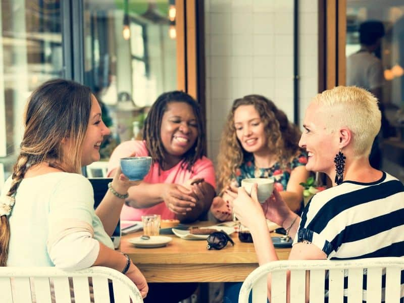 four-women-at-brunch-no-mom-shaming