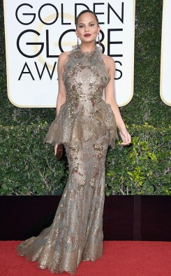 chrissy-teigen-golden-globe-awards