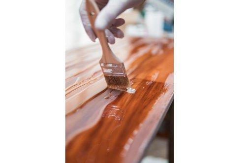 原木本身沒有甲醛, 但是原木要做成家具必須經過加工,像是防水漆、塗層、黏膠、板材、皮革、塑膠或是泡棉就會含有甲醛
