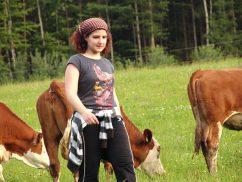 Nathalie auf der Kuhweide