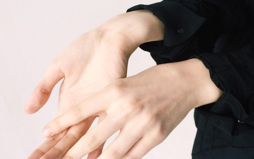 observar las venas de tu antebrazo para saber tu subtono de piel