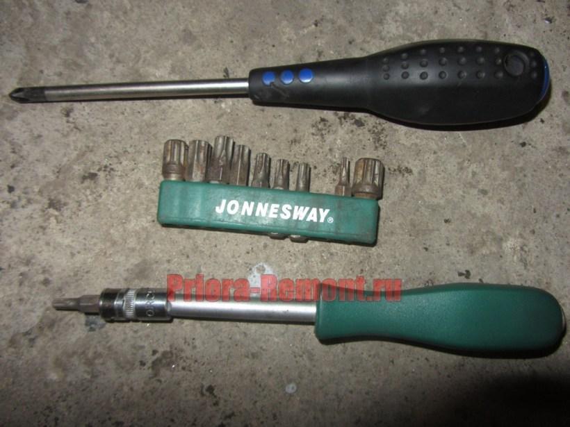 инструмент для снятия и установки обшивки двери на Приоре