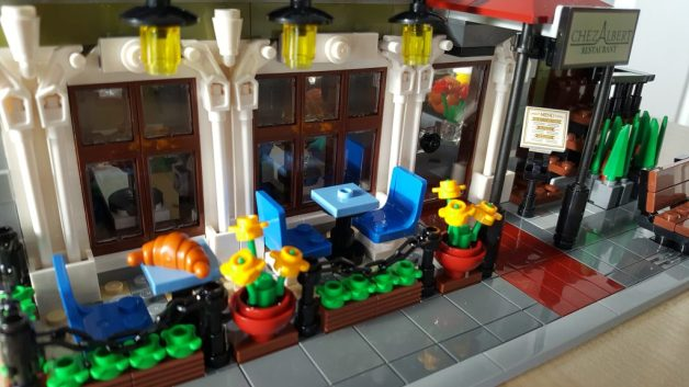 LEGO Parisian Restaurant: An intricate and entertaining build