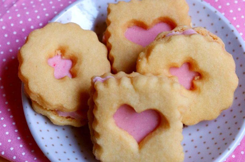Biscoito Amanteigado com Recheio de Morango
