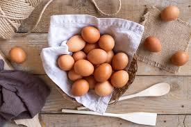 imagem com ovos em uma cesta