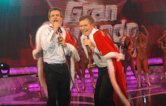 Junio 2009, MAURICIO Macri cantando con un doble suyo.