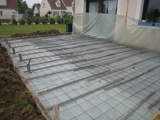 Construire terrasse beton savoir - Couler une dalle beton ...