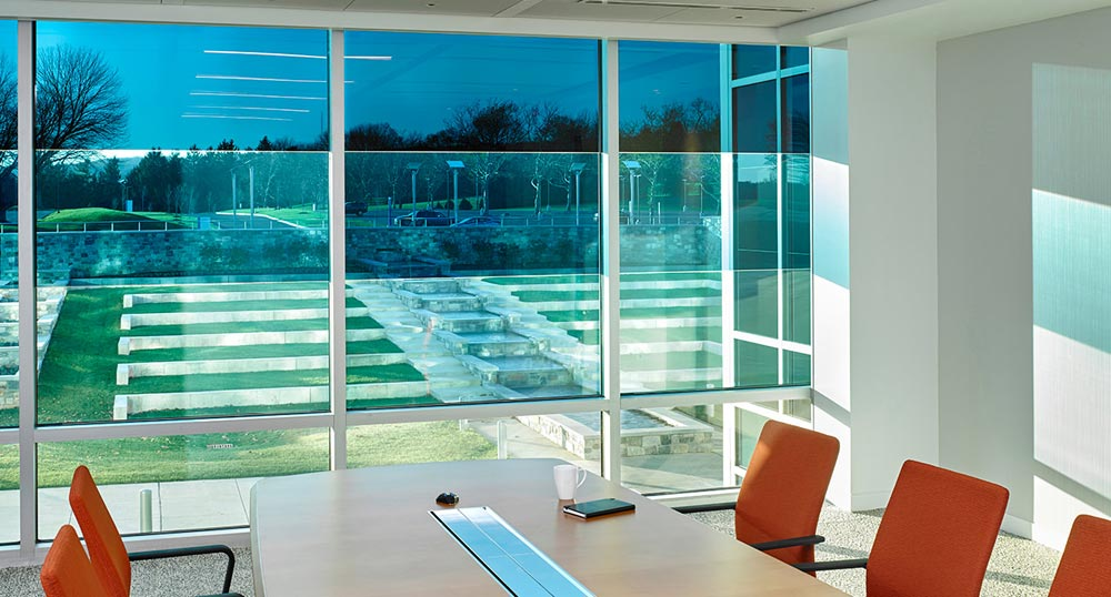 This SageGlass® configuration allows for three different zones of tinting within one pane of glass, maximizing daylight and providing unobstructed views of the natural environment. Courtesy of Saint-Gobain. Photos © Jeffrey Totaro, 2016