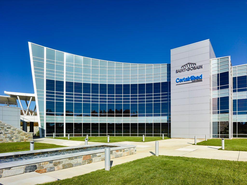 The façade features 17,000 square feet of highly efficient, self-tinting SageGlass. Photo: © Jeffrey Totaro