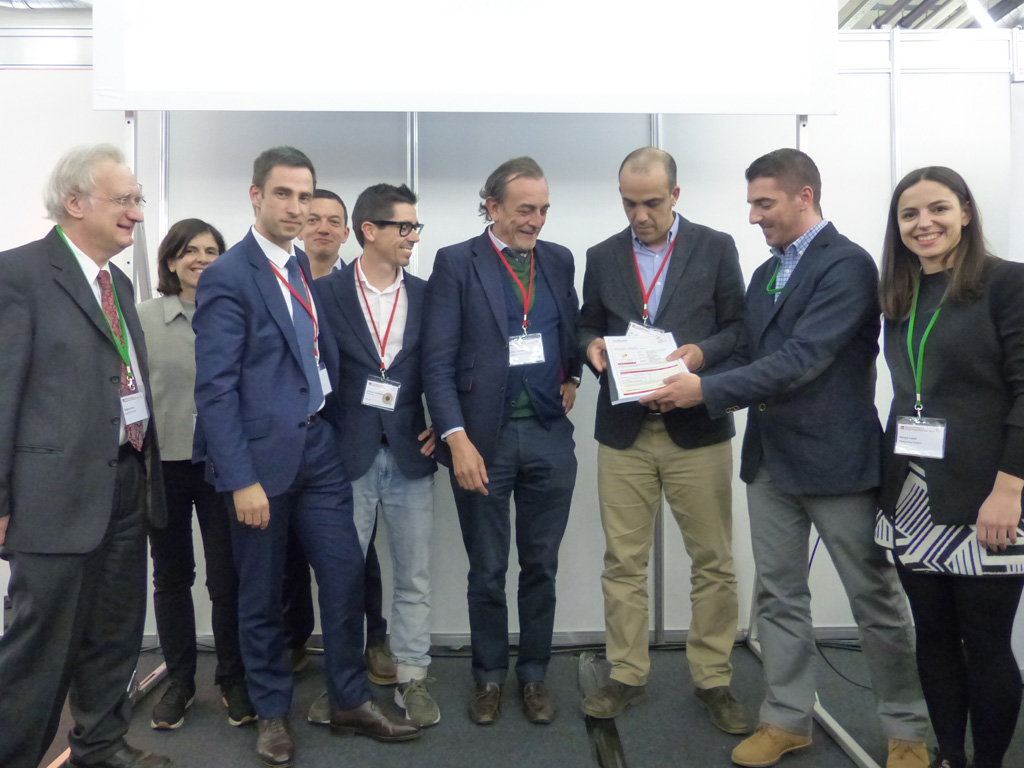 At the Passive House Conference in Munich, the Project participants were awarded the Passive House certificate by Javier Flóres. Photo: © Passive House Institute