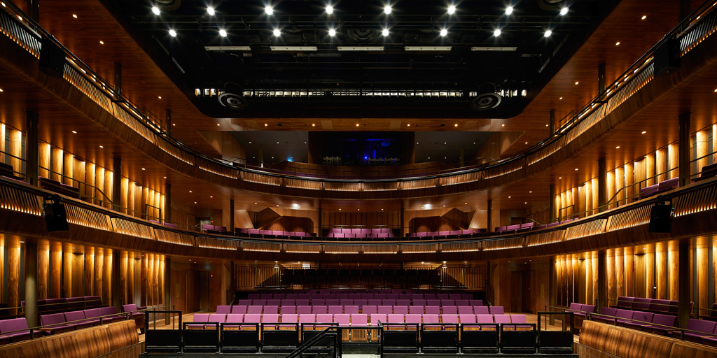 The new Linbury Theatre has finely detailed balconies in American Walnut, giving the theatre warmth and tactility. Photo: ©Hufton&Crow courtesy of Stanton Williams