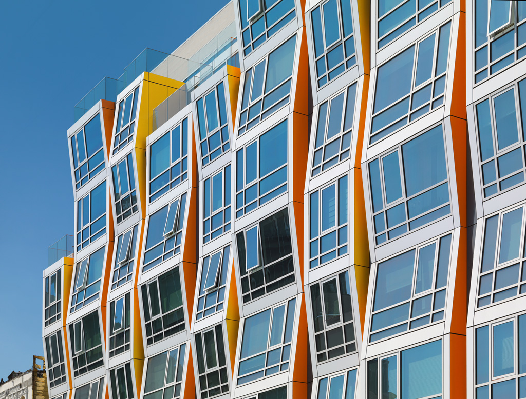 Vida (mixed-use residential and retail, urban infill project) located in the Mission District of San Francisco. Photo by Rien van Rijthoven, courtesy of Winco Windows
