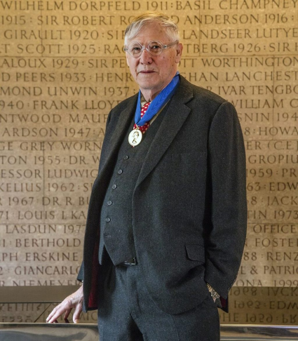 Sir Nicholas Grimshaw with the Royal Gold Medal 2019. Photo credit: © Morley von Sternberg