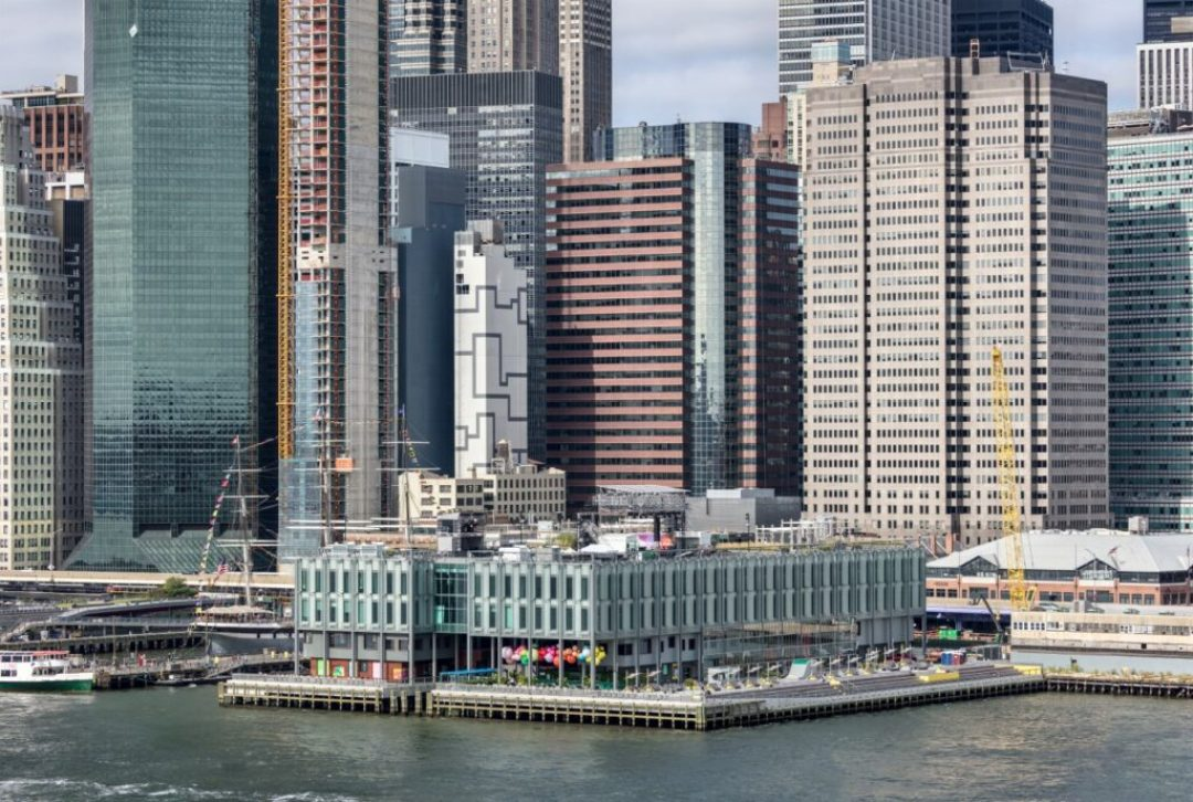 PPG DURANAR® powder coating was used on the newly redesigned Pier 17 at South Street Seaport in New York City, making it the first application of the coating in a challenging marine environment. Photo credit: © Francis Zera