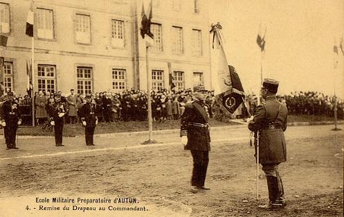 camp de prisonniers français sur carte postale de l'école militaire préparatoire d'Autun