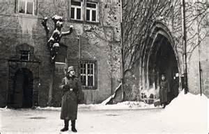 garde devant l'entrée de la forteresse de Colditz