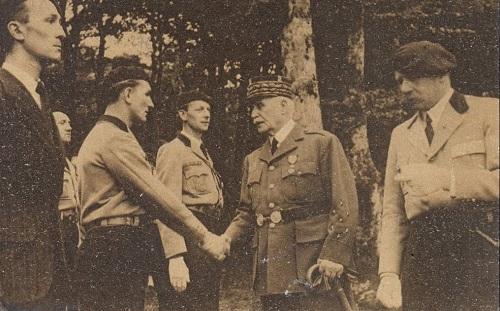 Pétain, les chantiers de jeunesse avec le général de la porte de theil