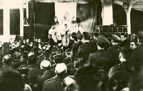 aumonerie des p g -fete du roi au stalag II B en novembre 1941