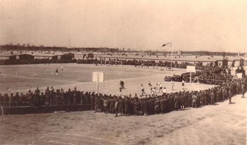 prisonniers de guerre le stade du camp de Sagan STALAG VIII C