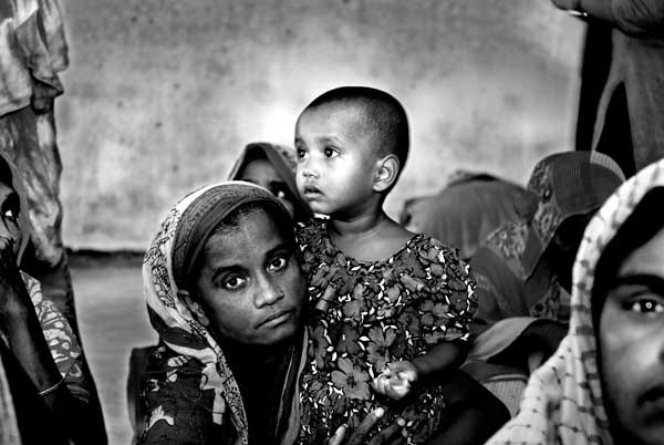 Mother and Daughter in Cell, Momena Jalil, 2008
