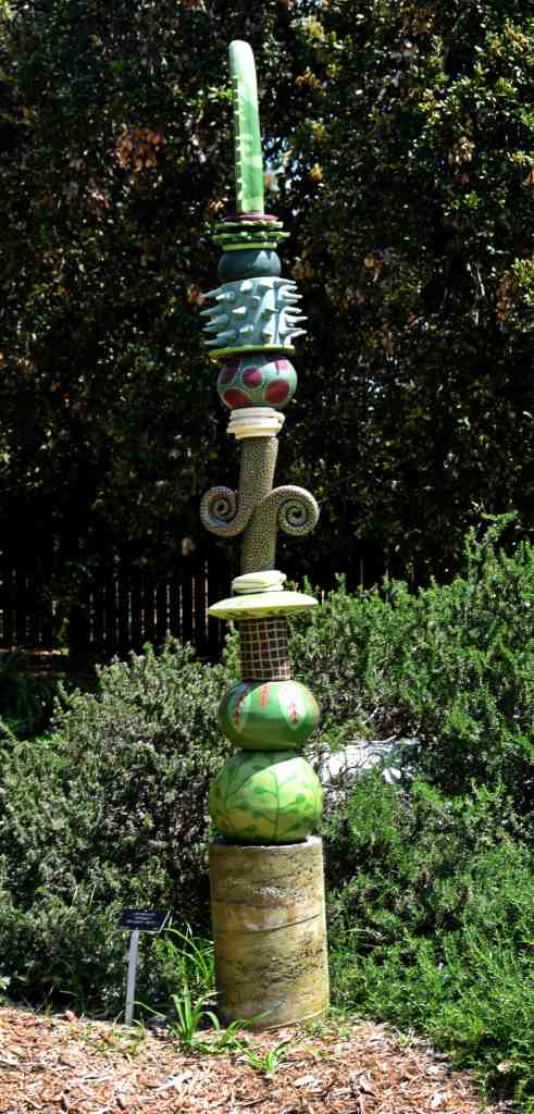 garden-element-totem-pole-art
