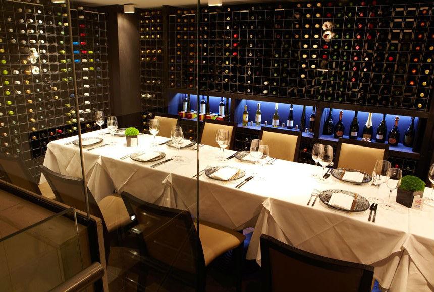 Sommelier Table Benares