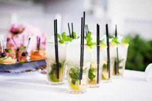 cocktails trinken beim handle light dinner mit privatkoch.Berlin