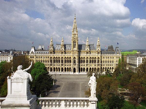 Wiener Rathaus Vom Burgtheater