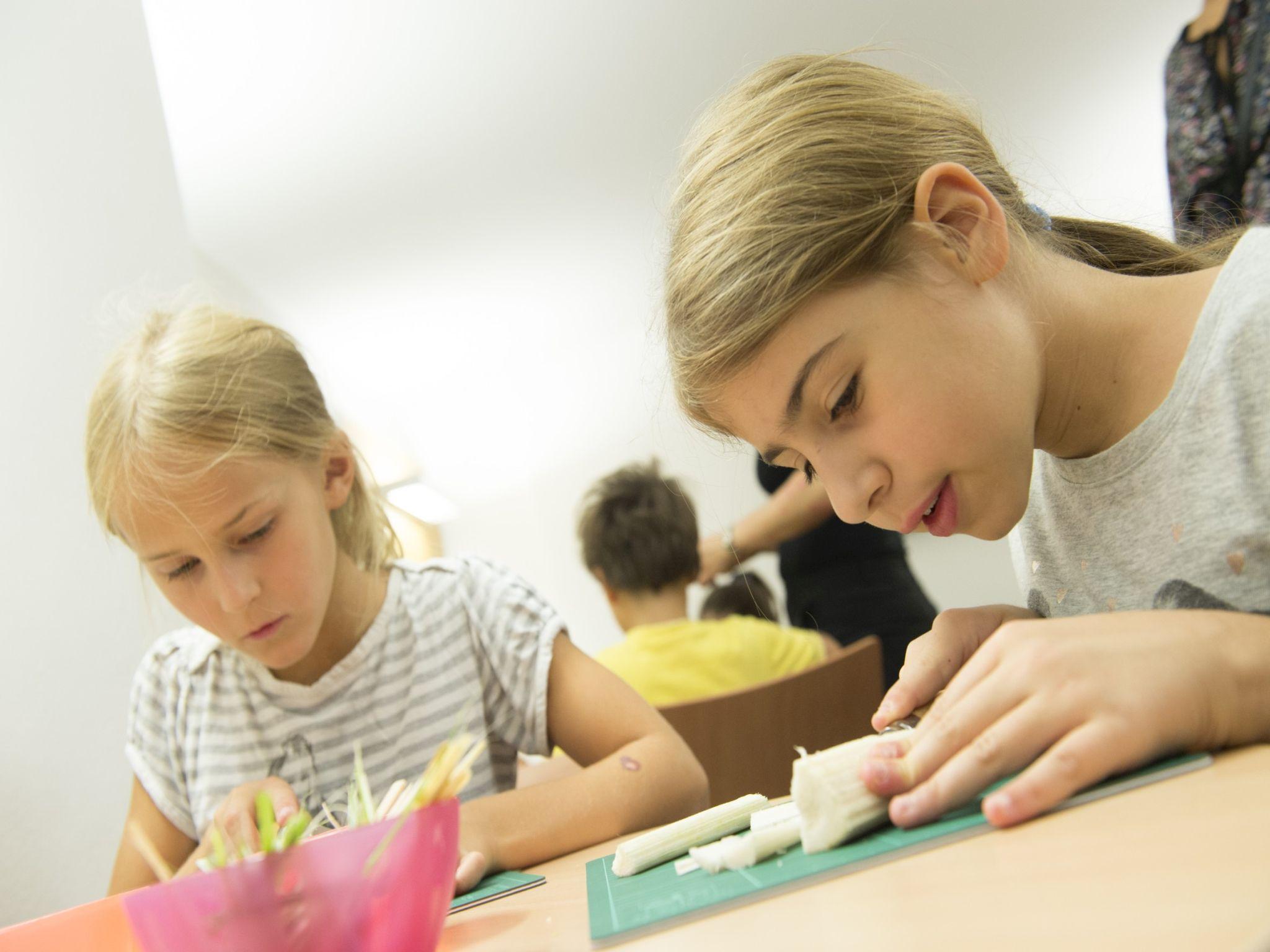 """Die Österreichische Nationalbibliothek Organisiert Dieses Jahr Bereits Zum Neunten Mal Die Beliebte Workshop-Reihe """"Papyrus Selbst Gemacht"""" Für Kinder Im Alter Von 8 Bis 12 Jahren."""