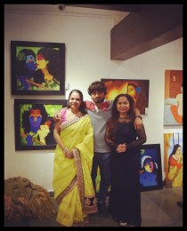 felicitatation-of-astrologer-priyanka-sawant-in-painting-exhibition-at-the-easel-art-gallery-juhu-11
