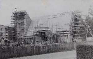 budowa kościoła 300x193 Rusztowania wokół kościoła