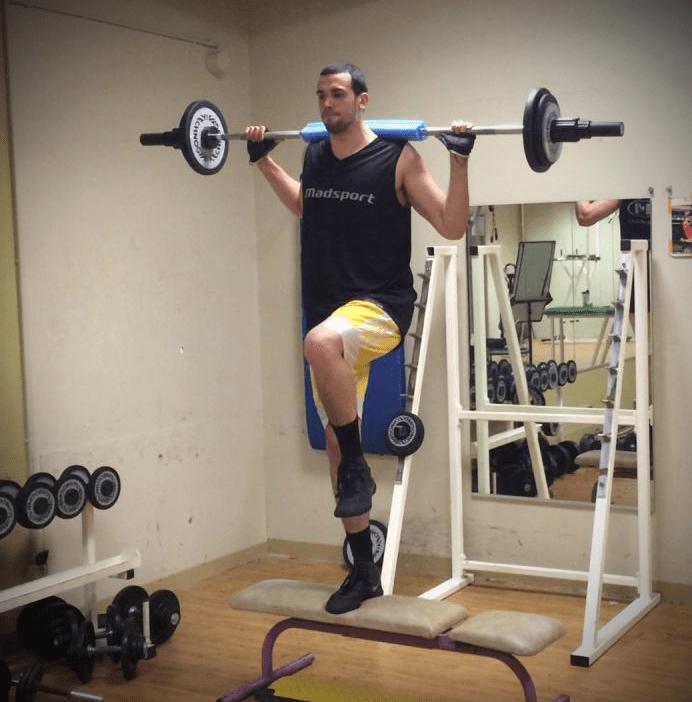 Pierre PELOS entrain de réaliser un exercice de STEP-UP