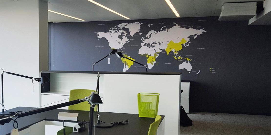 Habillez vos espaces du sol au plafond acte deco - Papier peint mappemonde ...