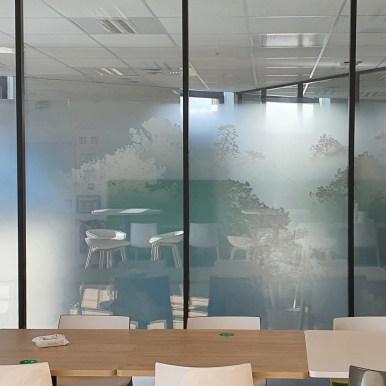 Vitrophanie Brumes - Crédit Mutuel - Nantes - Design Acte-Deco