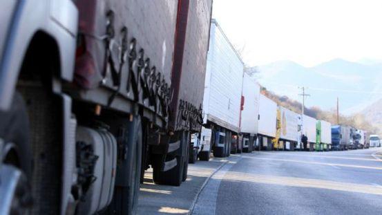 Η βιομηχανία φορτηγών απαιτεί άμεσα μέτρα.