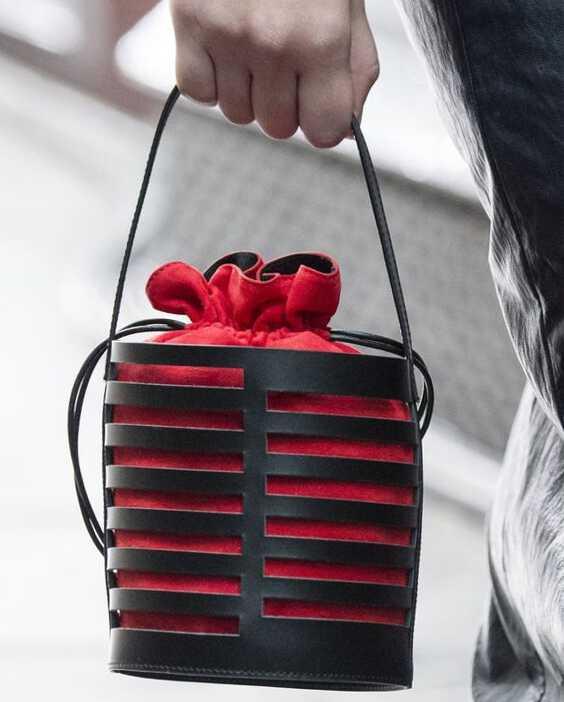 красная сумка-мешок