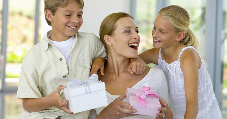88719a13b59b Подарок маме на Новый 2019 год | что подарить от дочки или сына, идеи