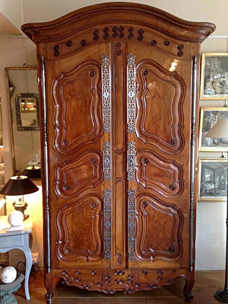 armoire normande en noyer : armoire provençale xviii ème siècle en