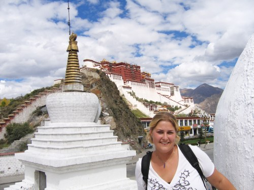 7 days in Tibet, Probe around the Glove in front of the Potala Palace in Lhasa