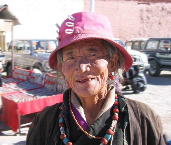 People of Tibet, Old lady in Gyatse