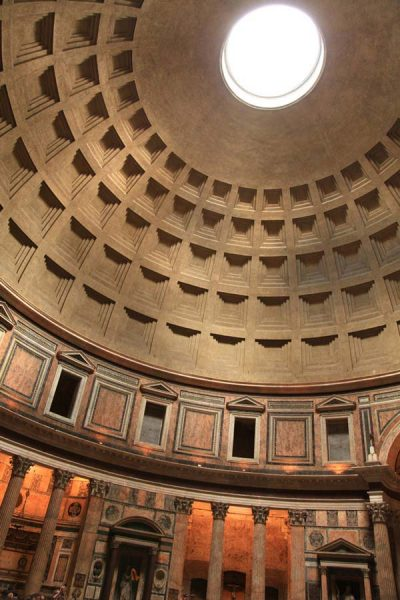Do you wonder which churches of Rome to visit? I'll give you my 9 most memorable churches of Rome and explain you why you need to visit these. My top 9 favorite churches in Rome are: Santa Maria in Aracoeli, Il Gesù, San Clemente, Santa Maria Sopra Minerva, Pantheon, Sant' Agnese in Agone, Saint John in Lateran, Santa Maria Maggiore, Saint Peter's Basilica